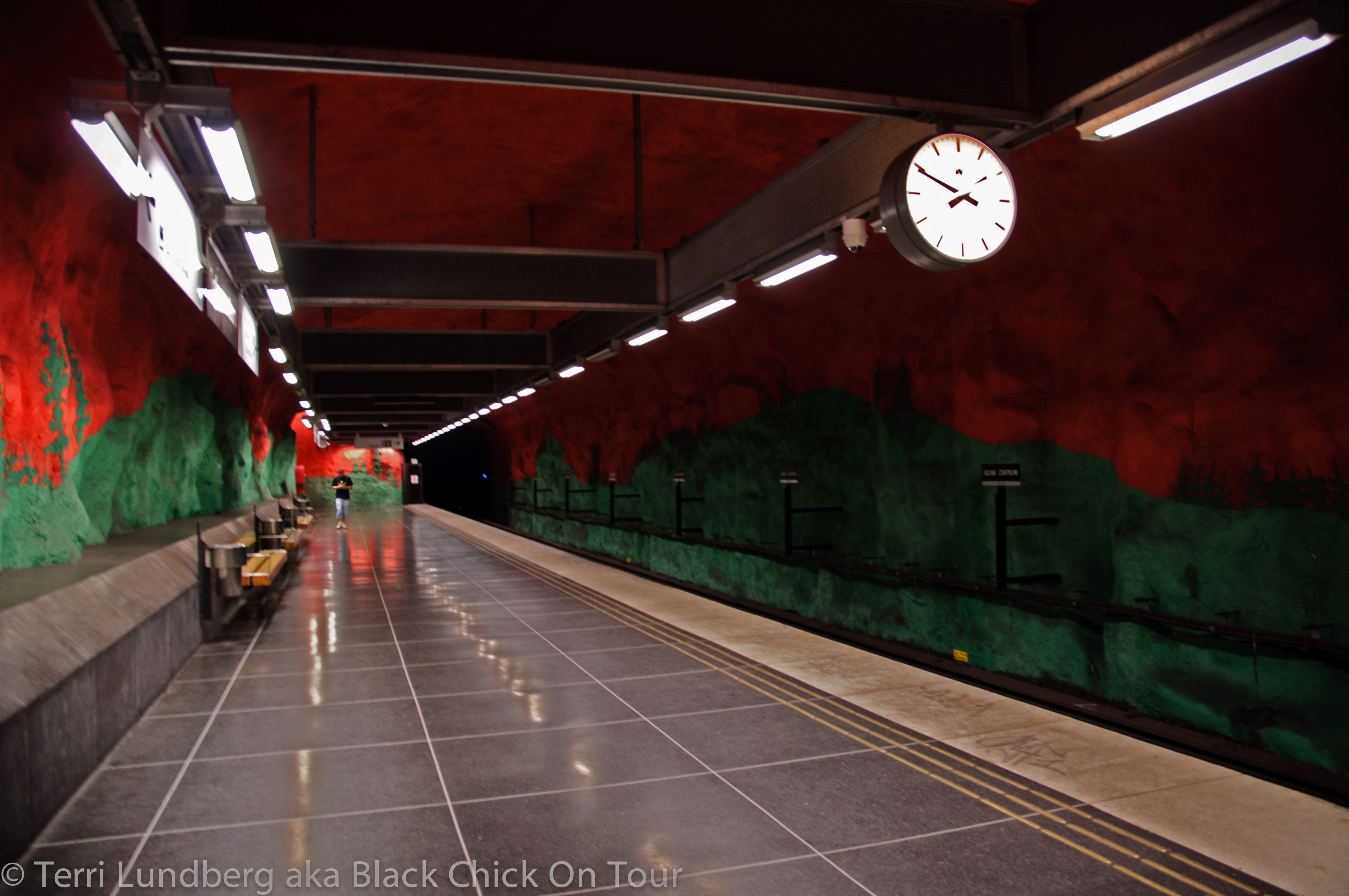 Solna Centrum – Red & Green Painted Platform Walls