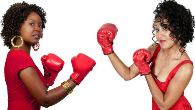 women fighitng
